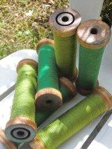 毛糸が巻いてある木のスプール