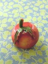 葉つき林檎  セルロイドボタン