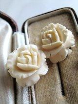 バニラカラーの薔薇 イヤリング ホワイトローズ