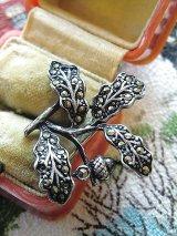 ドングリの小枝 オークの葉 シルバー × マルカジット ブローチ