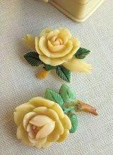 LAST ONE! セルロイドのバラのブローチ