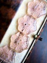 桜色のガラスボタン