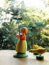 花と少女 ドイツ エルツ地方のハンドクラフト 木工人形
