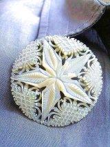 手彫り細工が美しい貝のブローチ マザーオブパール 星 4,5cm