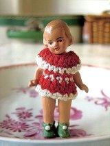 紅いニットドレスの女の子 ミニチュア オールビスクドール HERTWIG