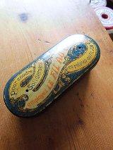 糸入れの缶 フレンチアンティーク 古い時代の小さなブリキ缶