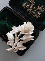 ホワイトローズ 薔薇のブローチ 白いアクセサリー