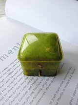 リングボックス グリーンマーブルのセルロイド 指輪ケース from  LONDON