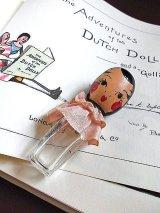 女の子の形をした小さなボトル 香水瓶