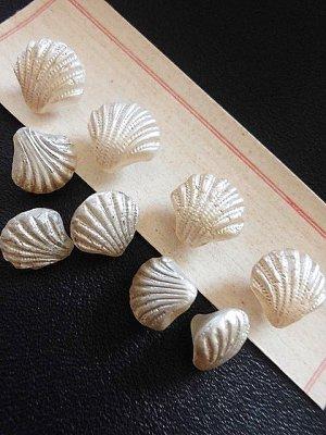画像1: シェルの形のガラスボタン パールカラー 貝の形